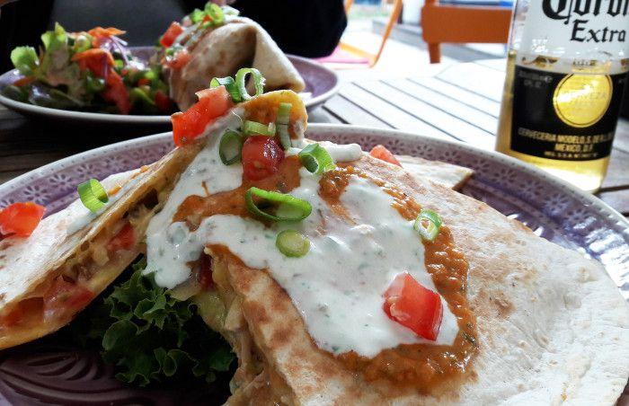 burrito quesadillas corona bier im restaurant la quesadilla hamburg eppendorf