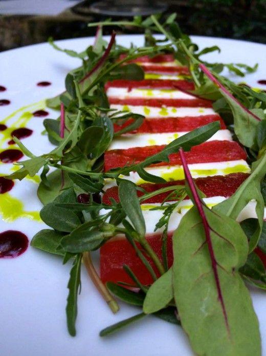 Οκτώ συνταγές για δροσερές σαλάτες από τους σεφ 8 αθηναϊκών café και εστιατορίων.