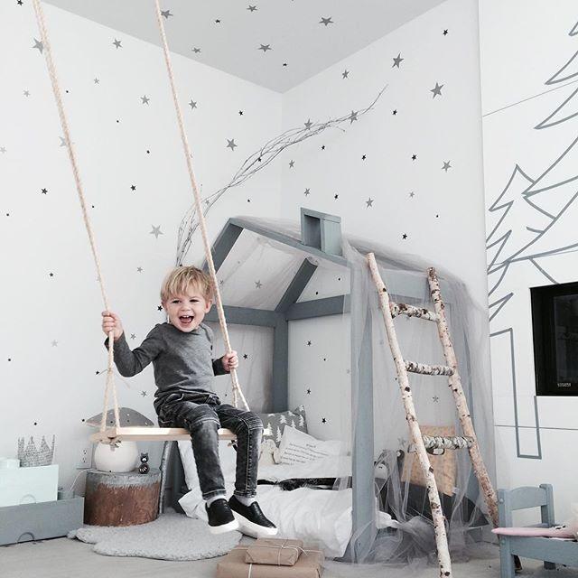 WEBSTA @ jujuzozokids - LA is getting all Christmassy already , #jujuzozocastle is getting in that mood too! ❄️❄️❄️