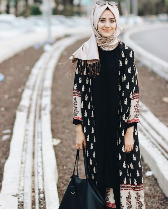 Latest Abaya Style and Designs in Pakistan 2018 - StyleGlow.com