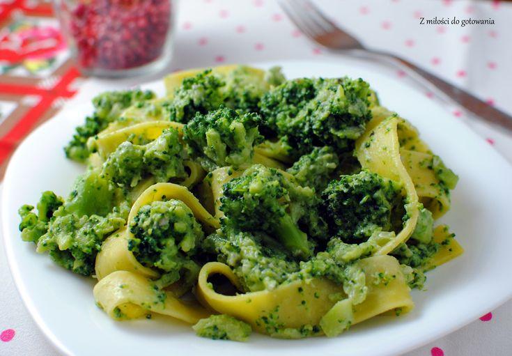 Makaron z brokułami w sosie z gorgonzoli