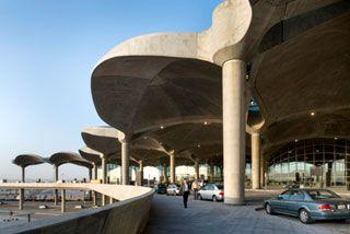 Aeroporto sustentável em Amã, Jordânia - Norman Foster   Cúpulas de concreto inspiradas nos tradicionais desenhos islâmicos.