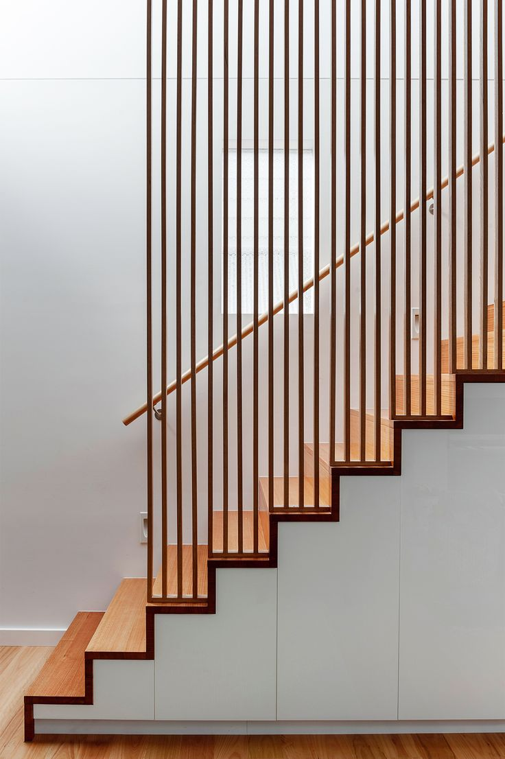 Best 25 staircase handrail ideas on pinterest handrail for Corps interieur