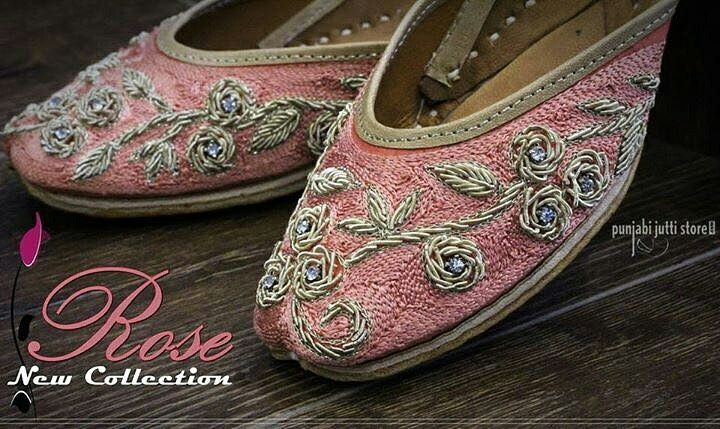 Who doesn't love roses? Yes we all love them, so here we are with latest design ♥️ROSE♥️ punjabi jutti which has roses embroidered on it in a very pleasant colour. This season let your feet feel the touch of roses #Punjabijuttistore #Punjabijutti #mojari #womenpunjabijutti #jutti #menpunjabijutti #khussa #bridetobe #indianbride #wedding #wedeliver #worldwide