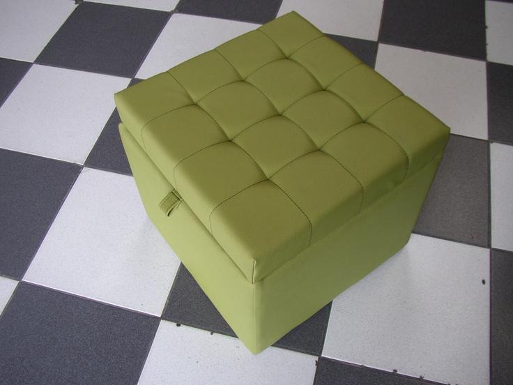 BAUL KUB MINI CAPITONE  Medidas generales 40*40*35 cm, tapizado capitoné en tela vinílica, forro interior, bisagra. Patas de 5cm adicional.