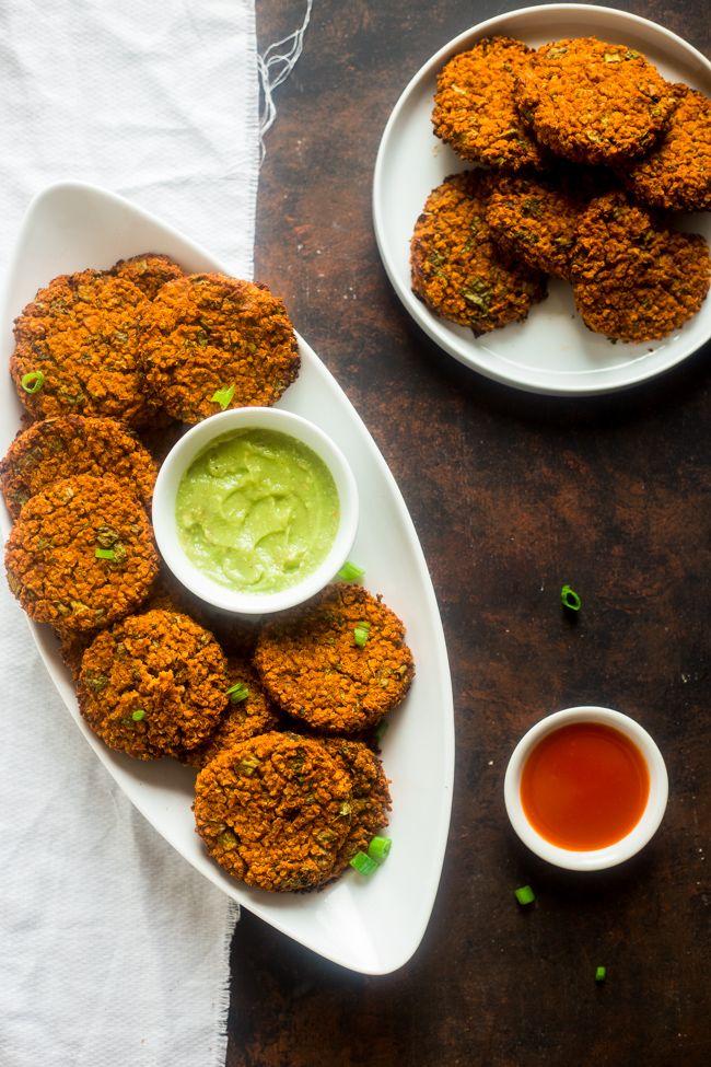 Vegan Buffalo Patties mit Avocado-Dip - Diese Pasteten schmecken wie Buffalo Chicken, aber sie sind völlig fleisch frei und mit Blumenkohl und Quinoa gemacht sind!  Sie sind ein würzig, knusprig und cremig Vorspeise für Spiel-Tag!  |  Foodfaithfitness.com |  FoodFaithFit