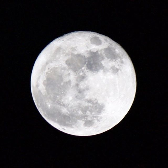🙌🏼 @LifesDadVentures 🌕🌛 Look to the sky tonight and witness the  enchanting Super Moon 🌝 The largest it's been in 70 years. Spiritually speaking, Super Moons are about surrendering the old self - old habits, ideas, addictive behavior & resistance that's preventing your spirit to awaken and break free. Remember, Transformation is crucial to evolve in this lifetime 💙💙 Lie under the moon tonight and e