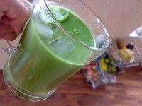 Boerenkool met Bleekselderij en Ananassap.   Groentesap en fruitsap in 1. Erg gezond en smaakvol.  Èn een makkelijke manier om uw 2x groente en 2x fruit binnen te krijgen.