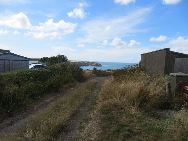 Lane leading to the coastal path, Trefin, Pembrokeshire www.trefin.info