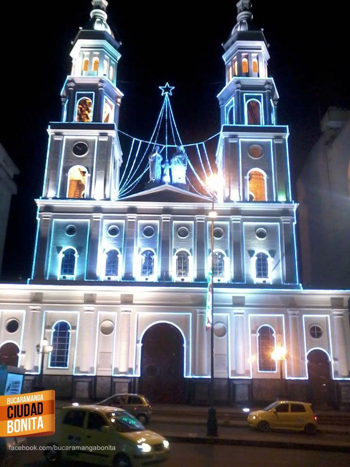 La sagrada familia se viste de luces esta navidad. Gracias Luisa Estevez (http://on.fb.me/1viKuv4) por la foto. #navidadbuc