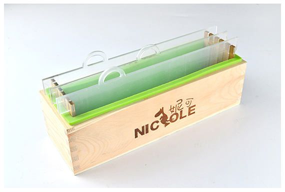 D0019 Loaf Silicone Soap Mold Wooden Box Vertical Rendering
