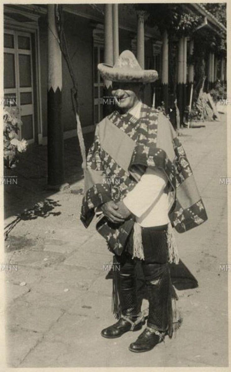 """Huaso chileno de hacienda """"El Huique"""" con su tipico Bonete """"Huicano"""""""