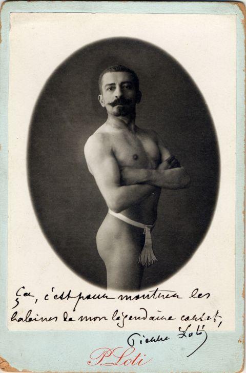 """""""çà c'est pour montrer les baleines de mon légendaire corset"""" Pierre Loti"""