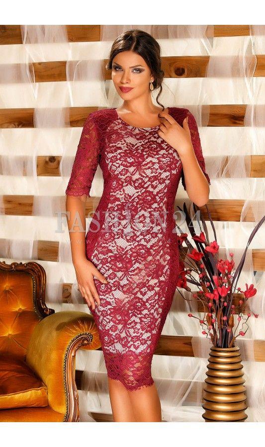 Rochie Cassie Bordo -  Rochie eleganta de seara, in nuante de bordo, confectionata din dantela, cumanecile trei sferturi, decolteul rotund si inchidere prin fermoar la spate, fabricata in Romania.  culoare: Bordo   rochie eleganta de seara, confectionata din dantela   manecile trei sferturi   decolteul rotund   inchidere