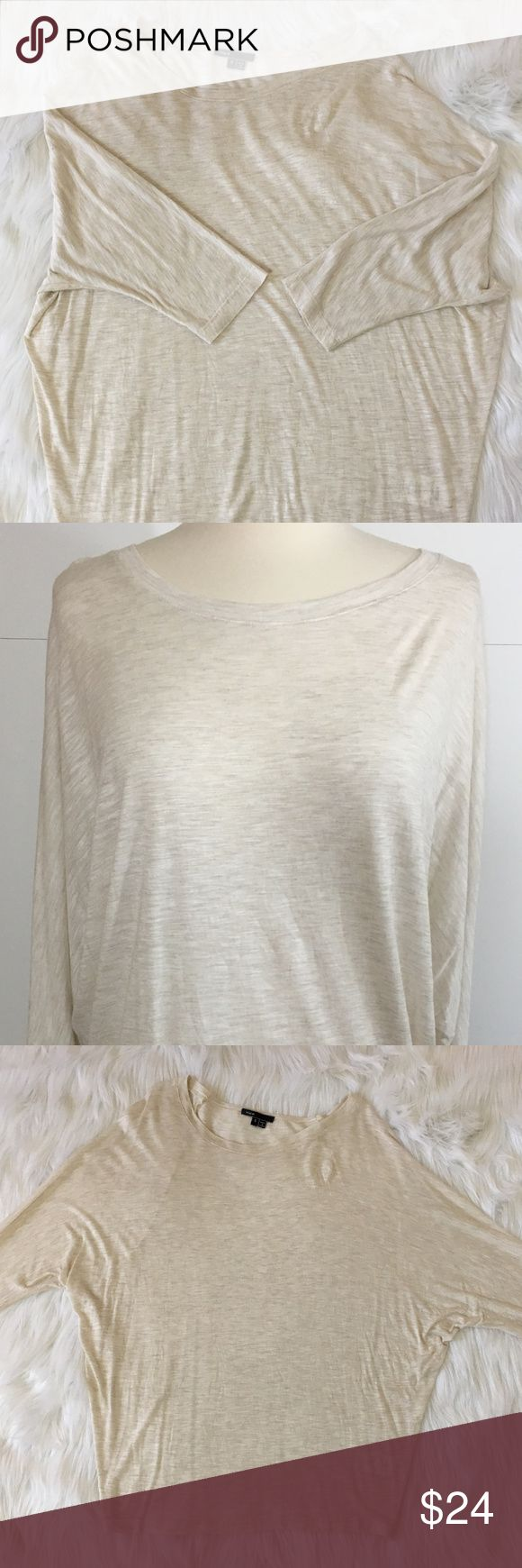 "Vince Dolman Batwing T Shirt Top Small Cream Vince Dolman Batwing T Shirt Top Size: Small Approximate measurements (laying flat):  28"" length  29"" from underarm to underarm  Color: Cream Condition: Excellent pre-owned condition Vince Tops Tees - Short Sleeve"