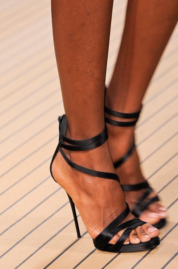 Je suis incapable de porter ce style de chaussures... Pour autant, je trouve qu'elles sont incroyablement féminines et sensuelles :)
