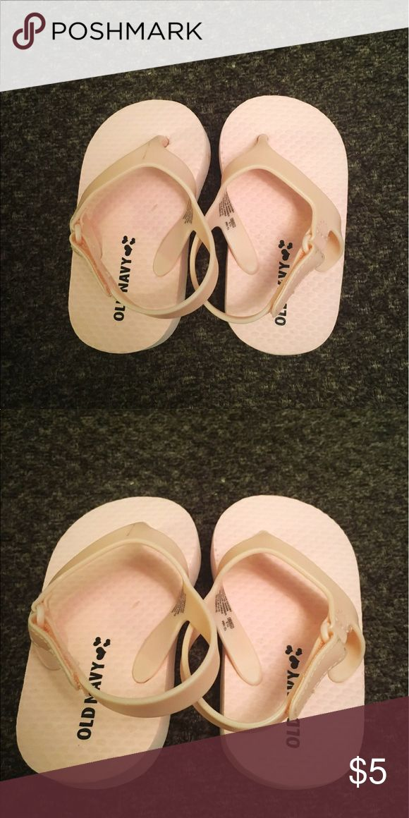 Baby flip flops 👶🏻 In excellent condition 👌 Old Navy Shoes Sandals & Flip Flops