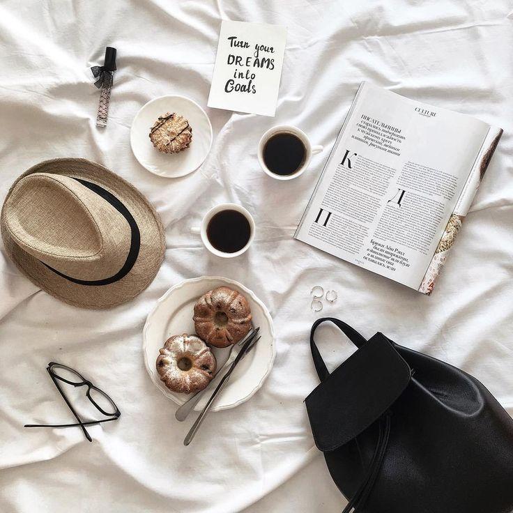 """Valentyna 🍍 on Instagram: """"Кофе, вкусняшки - отличное утро четверга!  У меня, на самом деле, совсем не ленивое утро в постели. Уже успела побывать на курсах…"""""""
