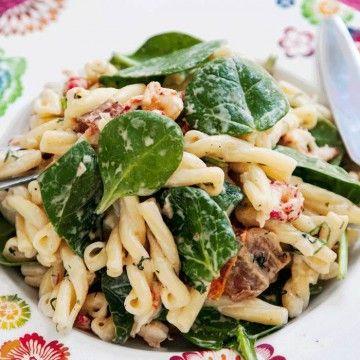 Dillslungad pasta med kräftstjärtar - Recept - Tasteline.com