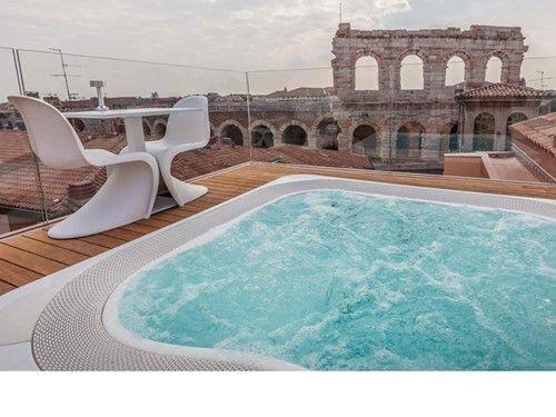 Hotel Milano Verona centro . Jacuzzi Profile con vista