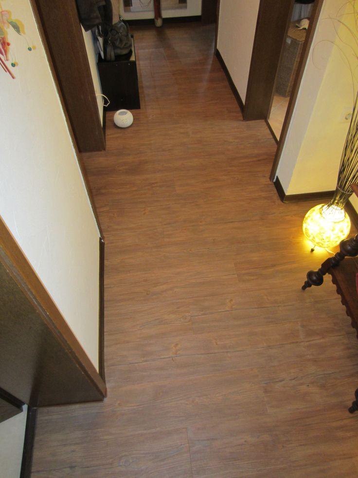 Perfekt für hohe Beanspruchung (wie hier im Flur) sind unsere Vinyl-Planken. Dabei sieht der Bodenbelag noch klasse aus und ist sehr pflegeleicht.