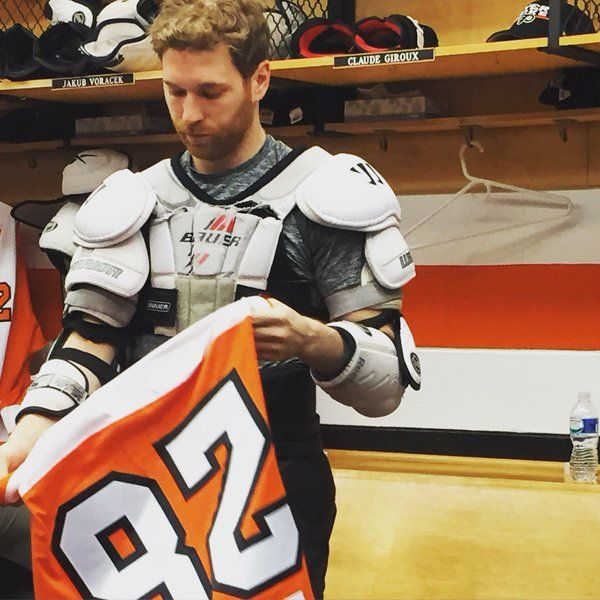 Claude Giroux getting ready for the game.