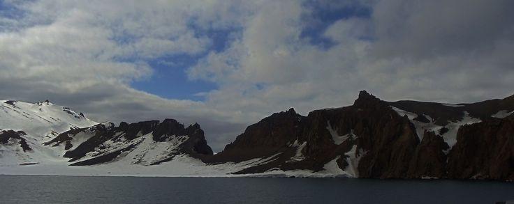 Isla Decepción, por donde entrarón los helicopteros en la erupsión.