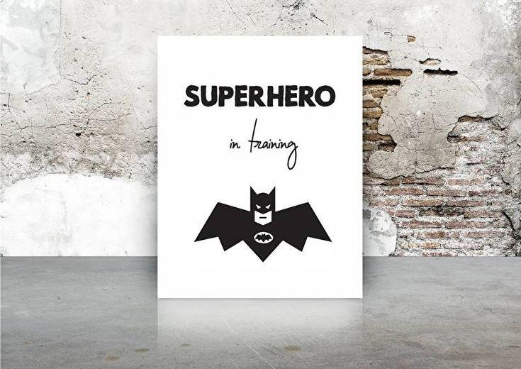 Kaart Superhero in training Leuke batman kaart met tekst Superhero in training. Leuk voor op de babykamer of  kinderkamer. In een mooi lijstje of met een stukje tape aan de muur.