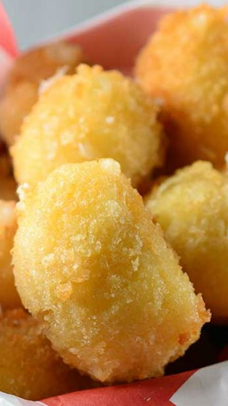 Panko Crusted Fried Cheese Curds Recipe ~ They are crispy brown on the outside and perfectly melty on the inside. Everything a good fried cheese curd should be.