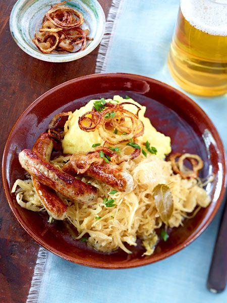 Kartoffelpüree mit Bratwurst und Sauerkraut