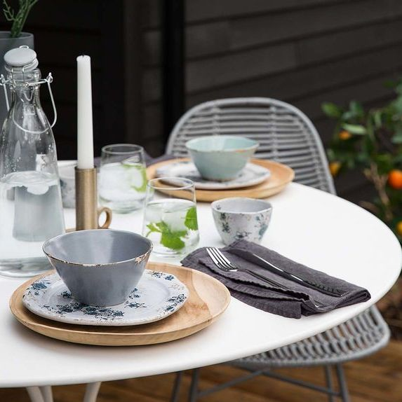 Delightful Scandinavian Inspiration | Outdoor Dining | How Cute Is This Outdoor Dining  Set Up? Classic