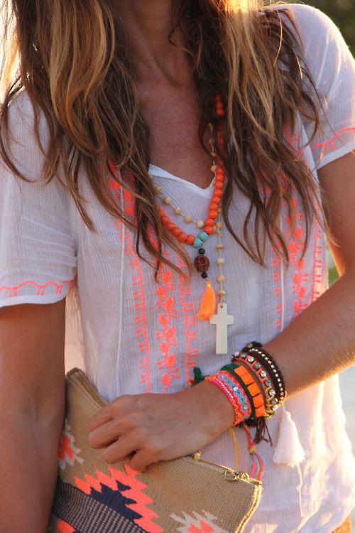 White with bright pops of color is gorgeous!! Also loving the boho Aztec-y look that isn't over the top.