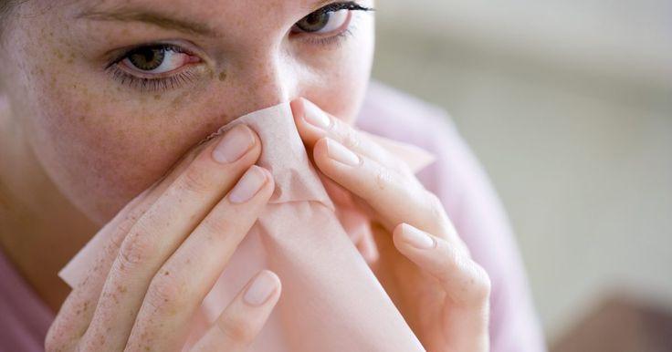 Penteados para desviar a atenção de seu nariz. Dependendo dos traços e formato de rosto que você tem, o seu penteado pode ser usado para realçar ou disfarçar essas características. Se você tem um nariz grande, existem maneiras de desviar a atenção dele, destacando os olhos, lábios e maçãs do rosto. Para não chamar a atenção do seu nariz, evite cabelos curtos, assim como cabelo liso e sem ...