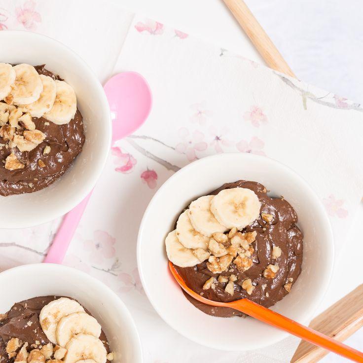 Nyttig chokladmousse på tre ingredienser: avokado, banan och kakao. Hälsosam, snabblagad och god, detta recept på chokladmousse är ett vinnande val!