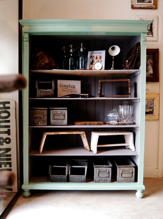 Groene open kast oude industriele vintage brocante antiek retro meubels amsterdam louise stutterheim hout en nieuw