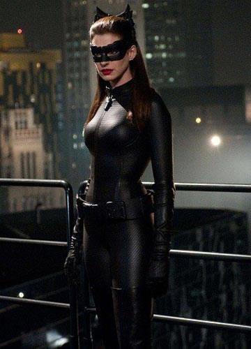 Девушки в чёрные кожаные костюмы и в колготки