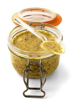 Sauce Moutarde à l'aneth (pour Gravlax de saumon) 2 cuillères à soupe de moutarde de dijon 2 cuillères à soupe de sirop d'érable ou miel 2 cuillères à soupe d'huile neutre en goût 2 cuillères à soupe de vinaigre blanc 1 bouquet d'aneth 1 Pincée de Sel 1 Pincée de poivre 1 Pincée de sucre brun (facultatif)