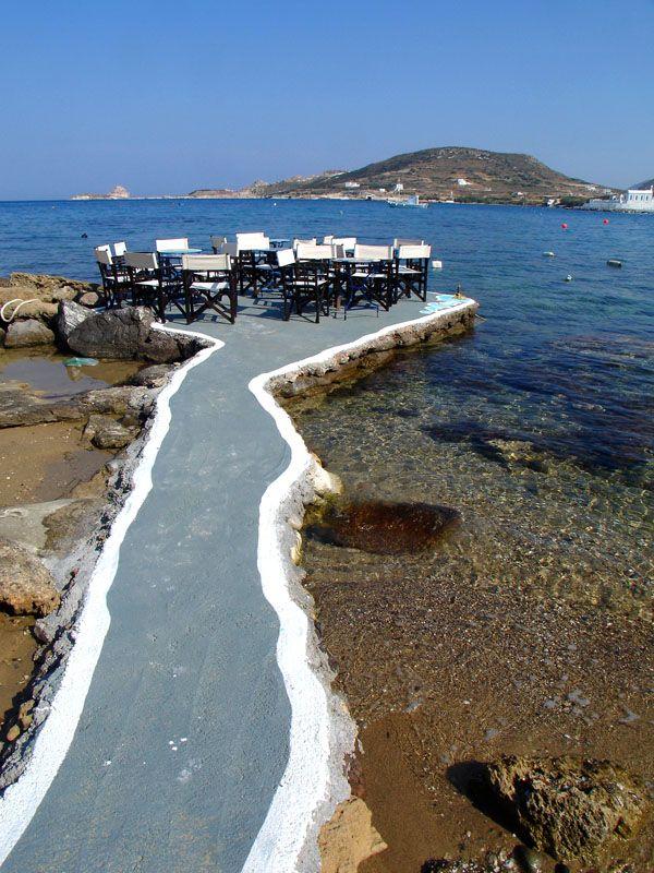 """De bars """"8 Beaufourts"""" on de northern coast of de island of Milos, de seaside village of Apollonia (or Pollonia). A very nice view of de islands of Kimolos n Polyaigos in de distance. Milos, Kyklades, South Aegean_ Greece"""