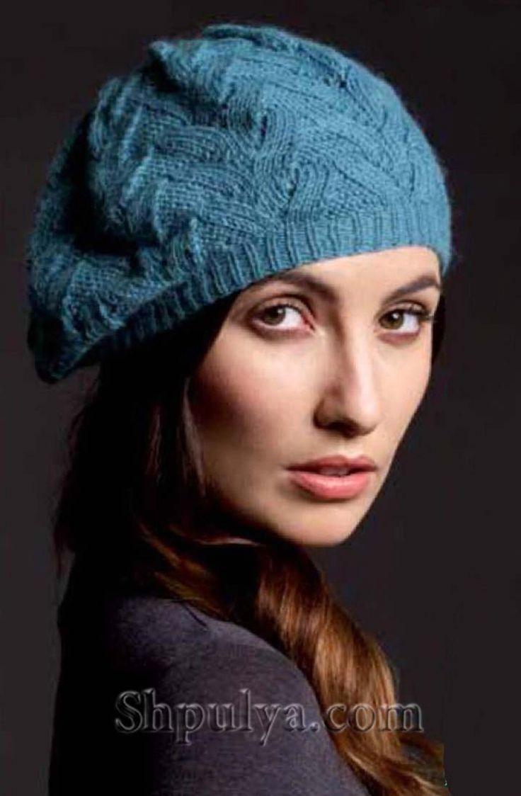 Голубая вязаная шапка спицами