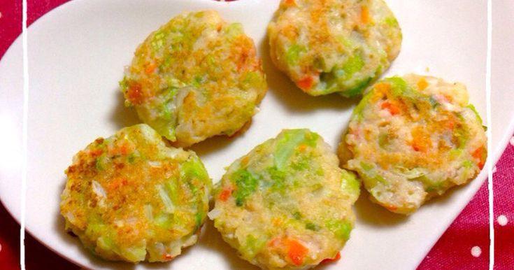 てづかみはじめの赤ちゃんにピッタリな、卵をつかわないお野菜たっぷりふわふわなお好み焼きです(๑´ڡ`๑)冷凍可♪