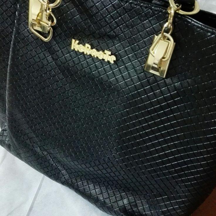 #BathoryBoutique #EntreBastidores  Bolso Elegante Totalizador (Ref. 043) COP $80.000. Visitanos en Facebook.com/BathoryBoutiqueCo