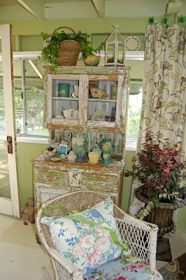Chippy: Cottages Gardens, Shabby Chic, Cottages Shabby Romantic, Cottages Chic, Romantic Cottages, Cottages Porches, Southern Wedding, Gardens Tours, Gardens Cottages
