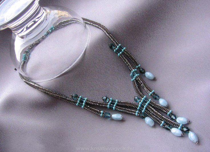Gyöngyfűzéssel készített karkötők, nyakláncok, bogyók, fülbevalók, medálok, gyöngyfűzős leírások mintákkal