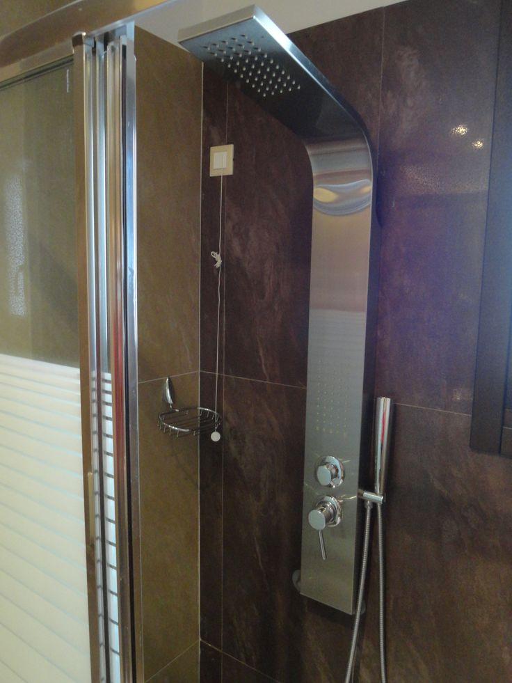 Στήλη υδρομασάζ στα μπάνια των δωματίων του Hotel Rodovoli. (Konitsa, Epirus, Greece)