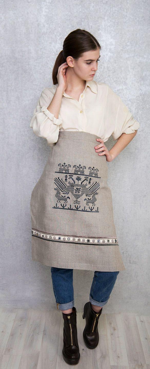 Фартук льняной, на подкладке. С вышивкой старинного русского узора. Цена 8500 руб.