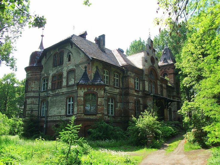Pałac w Czerninie Dolnej zbudowany w 1895 przez rodzine von Taschmmerów. Obecnie - własność prywatna, silnie zdewastowana :(