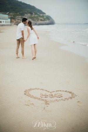Sesión de fotos de pareja en primavera en la playa en barcelona (17)