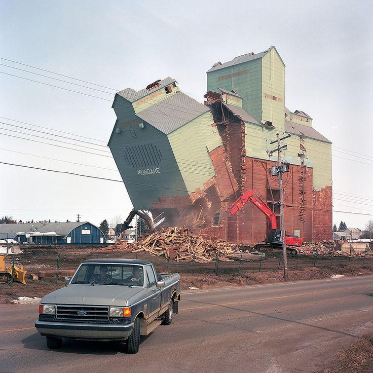 """Artista: Kyler Zeleny, """"Mundare"""", del proyecto """"Oeste Lejano"""", fotografía digital impresa a color, 2012."""