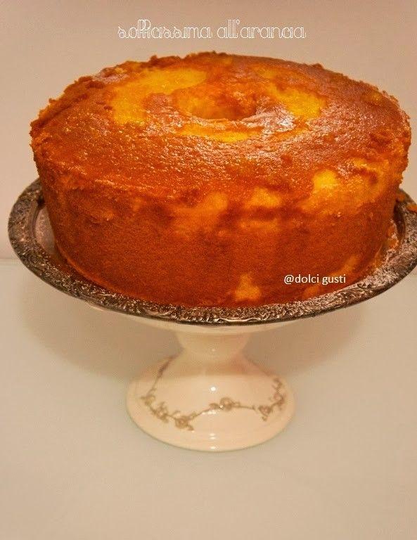 Dolci Gusti: sofficissima all'arancia Per uno stampo da chiffon cake o uno tampo da 28 cm 300 g di zucchero  285 g di farina 00 7 uova bio 210 g di spremuta di arancia scorza dell'arancia non trattata 120 g di olio di semi 1 bustina di lievito per dolci (io lievito bio) 1 cucchiaino di sale 1 baccello di vaniglia (o estratto naturale)  per lo sciroppo all'arancia 3 cucchiai di zucchero semolato la spremuta di un'arancia filtrata 200 ml di acqua
