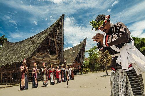 "The ritual dance of Batak ""Tor-Tor."" (Sumatra. Lake Toba) by Zhenya bakanovaAlex Grabchilev, via Flickr"